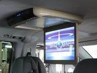 Установка потолочного монитора в Mercedes Viano